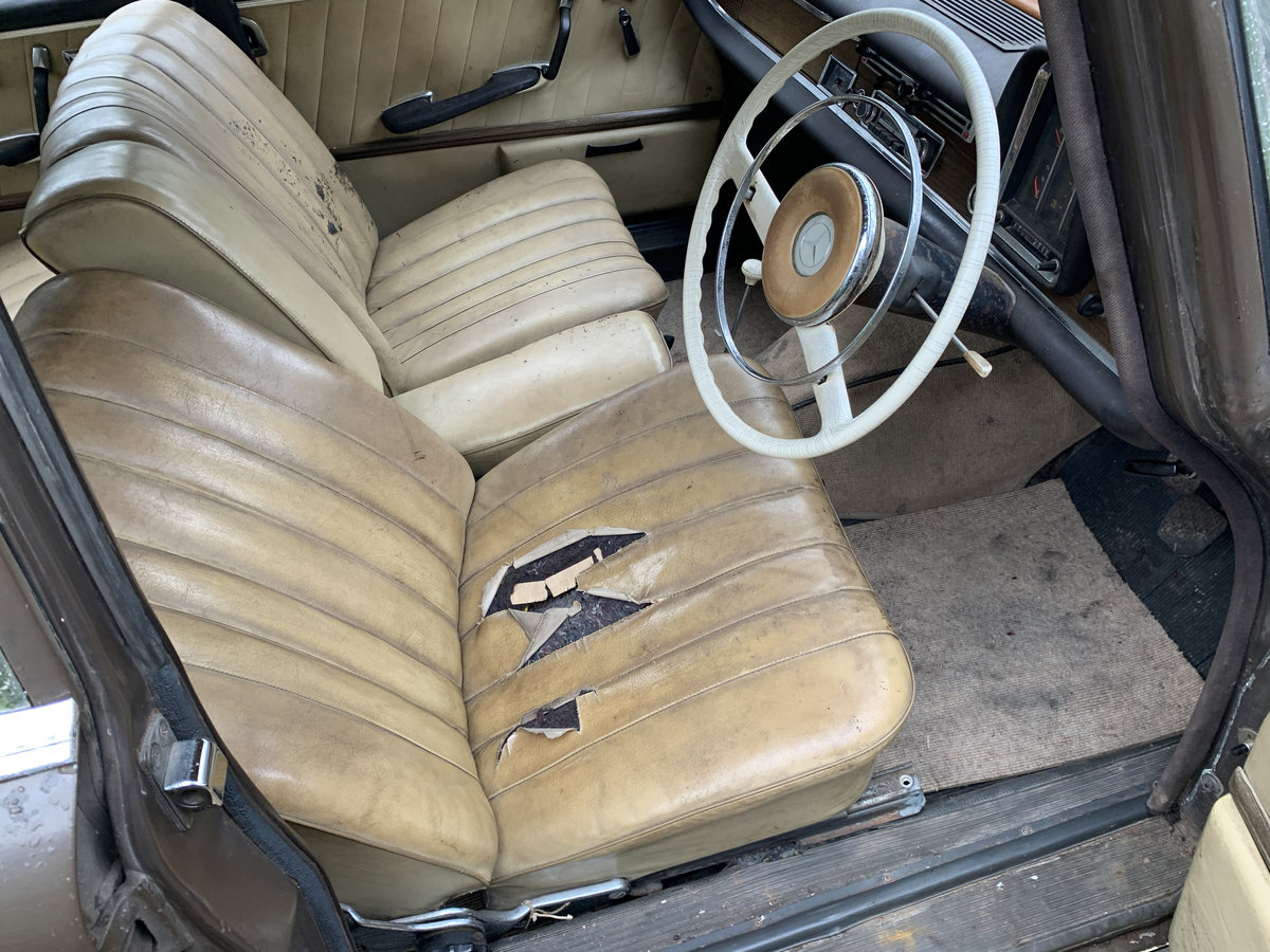 1964 Mercedes 220 Fintail, Very rare RHD Manual For Sale (picture 4 of 6)