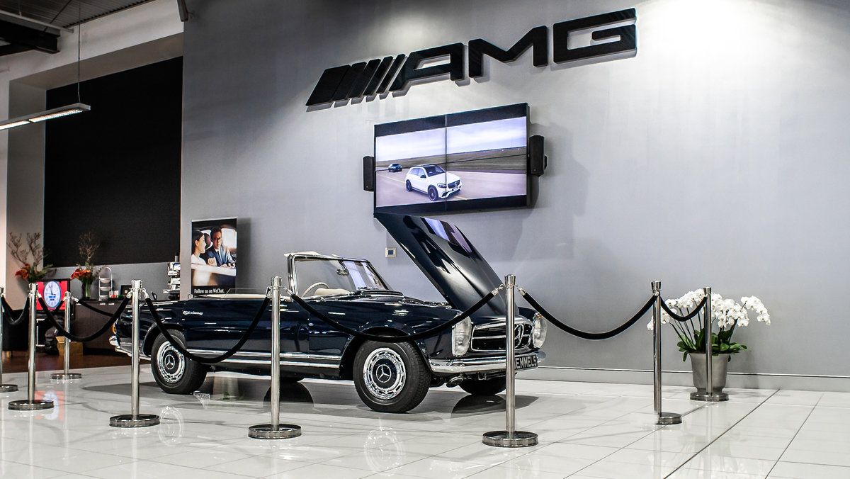 1968 Mercedes-Benz 280 SL Pagoda in Midnight Blue by Hemmels For Sale (picture 1 of 6)