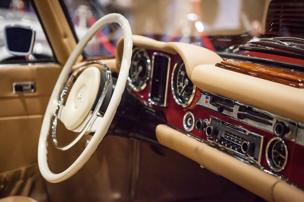 1968 Mercedes-Benz 280 SL Pagoda in Autumn Fire by Hemmels For Sale (picture 4 of 6)