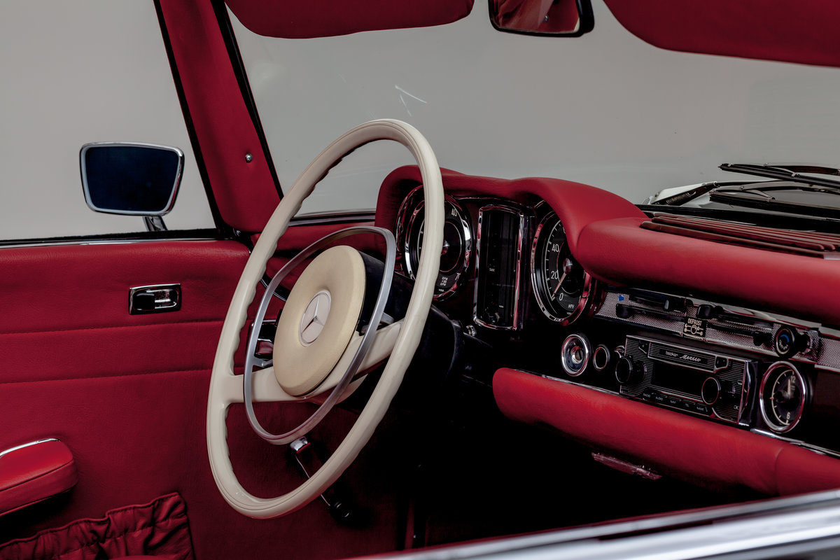1968 Mercedes-Benz 280 SL Roadster in Anthracite Grey by Hemmels For Sale (picture 4 of 6)