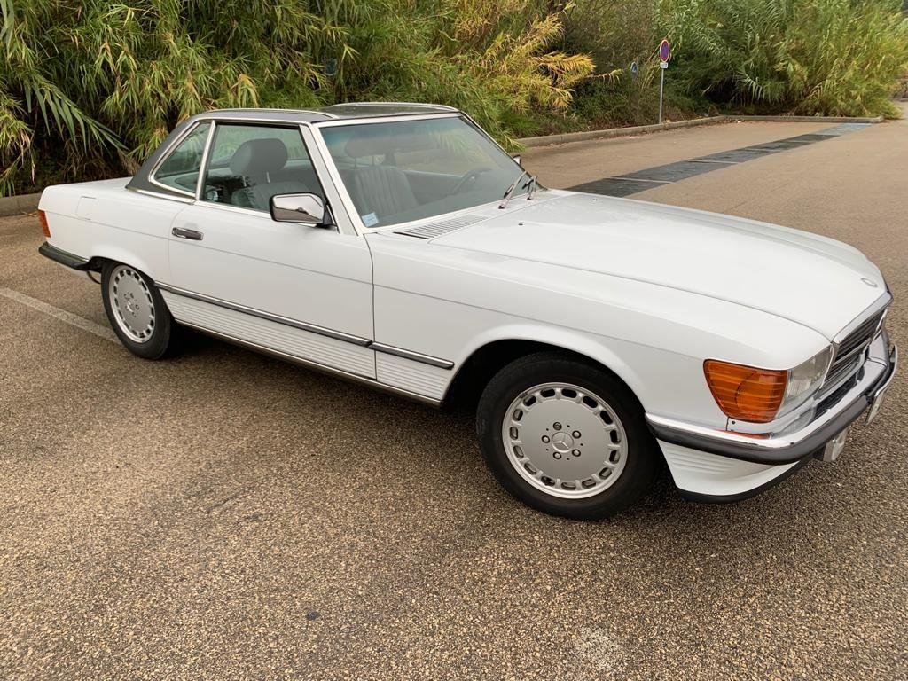 1989 Mercedes Benz R107 SL300! Low Mileage! For Sale (picture 1 of 6)