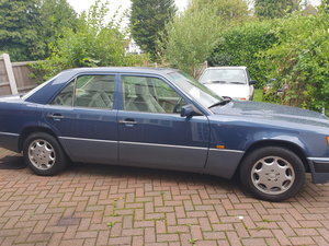 Picture of 1993 Mercedes 124 260e