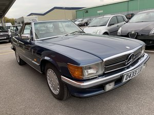 Picture of 8000 1987 Mercedes 420SL @ EAMA Classic & Retro 14/11