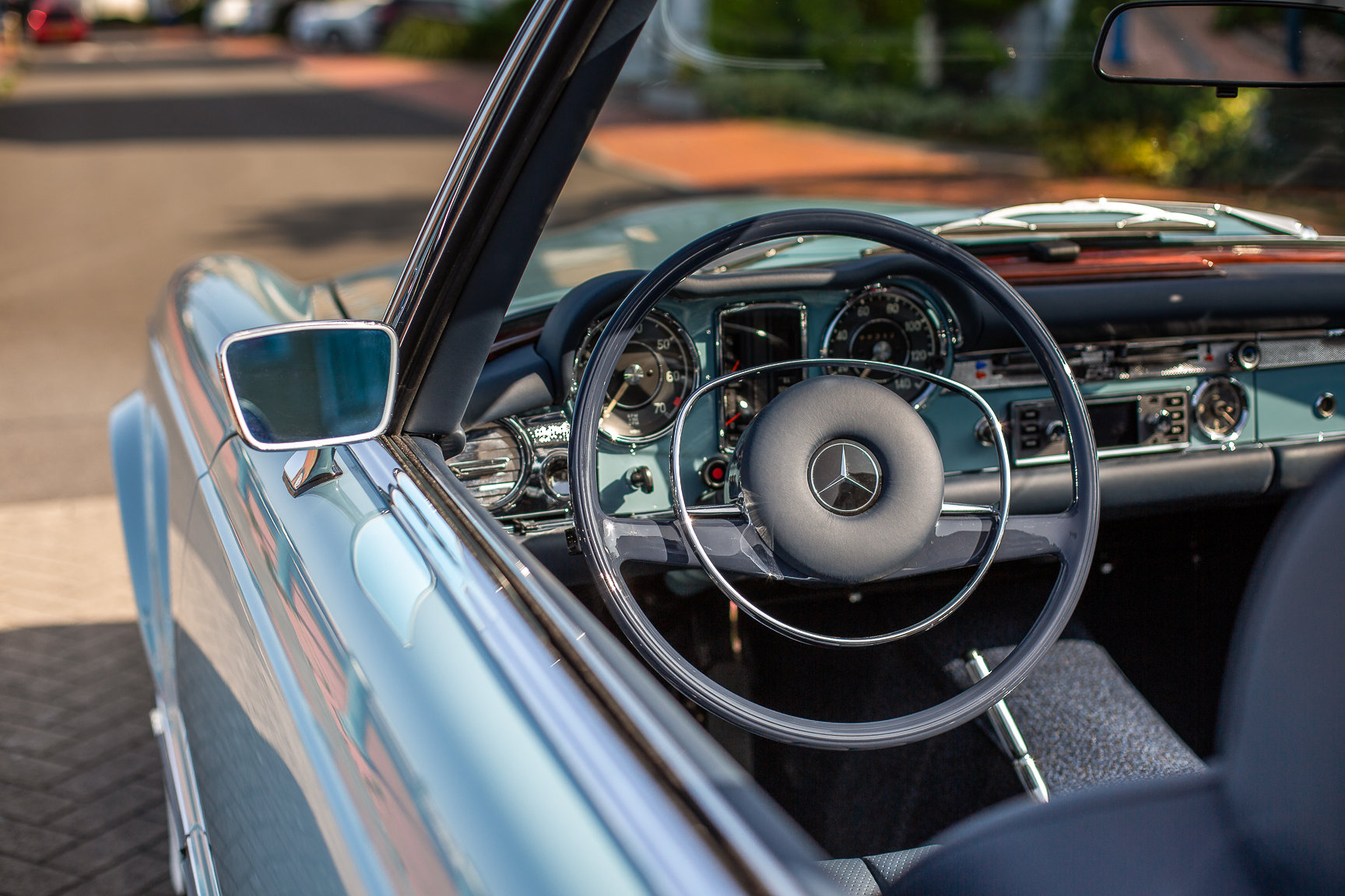 1970 Mercedes-Benz 280 SL Roadster in Horizon Blue by Hemmels For Sale (picture 3 of 6)