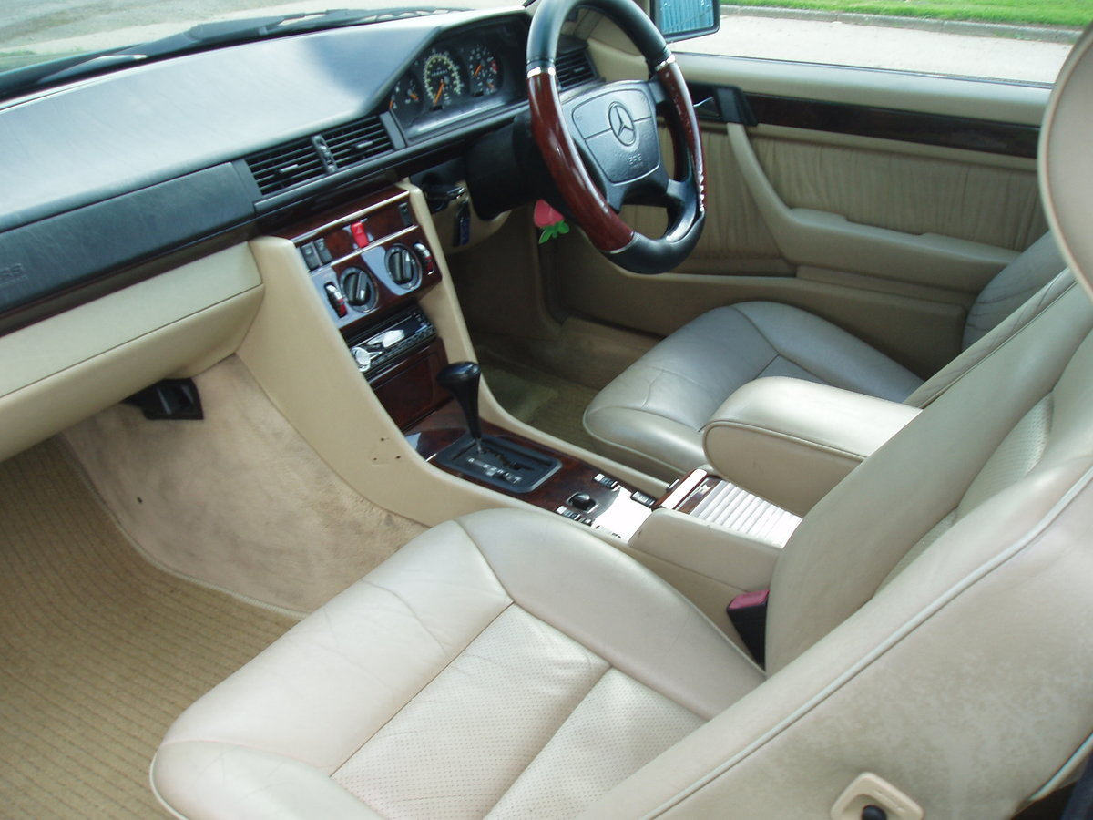 1995 MERCEDES E CLASS RARE 2 DOOR PILLARLESS COUPE 2.2 AUTO For Sale (picture 5 of 6)