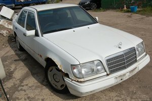 Picture of 1994 MERCEDES BENZ E200