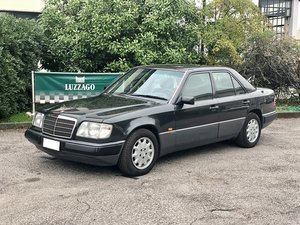 Picture of 1993 Mercedes Benz - Classe E 200 V16 For Sale
