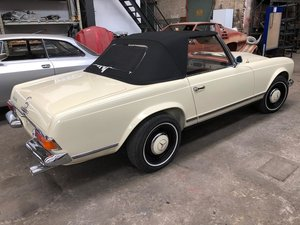 Mercedes Benz 230 SL   5-speed gearbox ZF