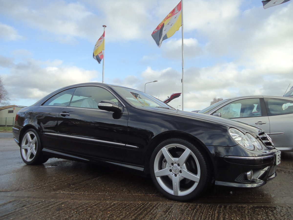 0757 EXTREMELY LOW MILEAGE CLK CDi SPORT WITH COMMAND & AMG PACK For Sale (picture 1 of 7)