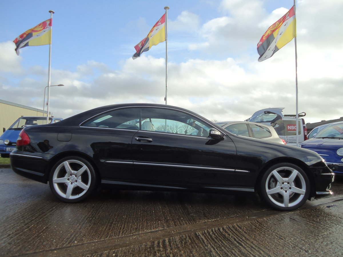 0757 EXTREMELY LOW MILEAGE CLK CDi SPORT WITH COMMAND & AMG PACK For Sale (picture 4 of 7)