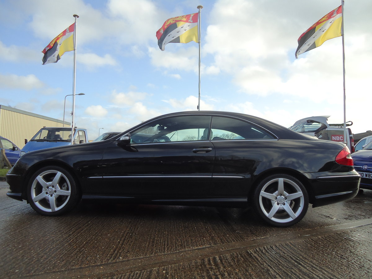0757 EXTREMELY LOW MILEAGE CLK CDi SPORT WITH COMMAND & AMG PACK For Sale (picture 5 of 7)