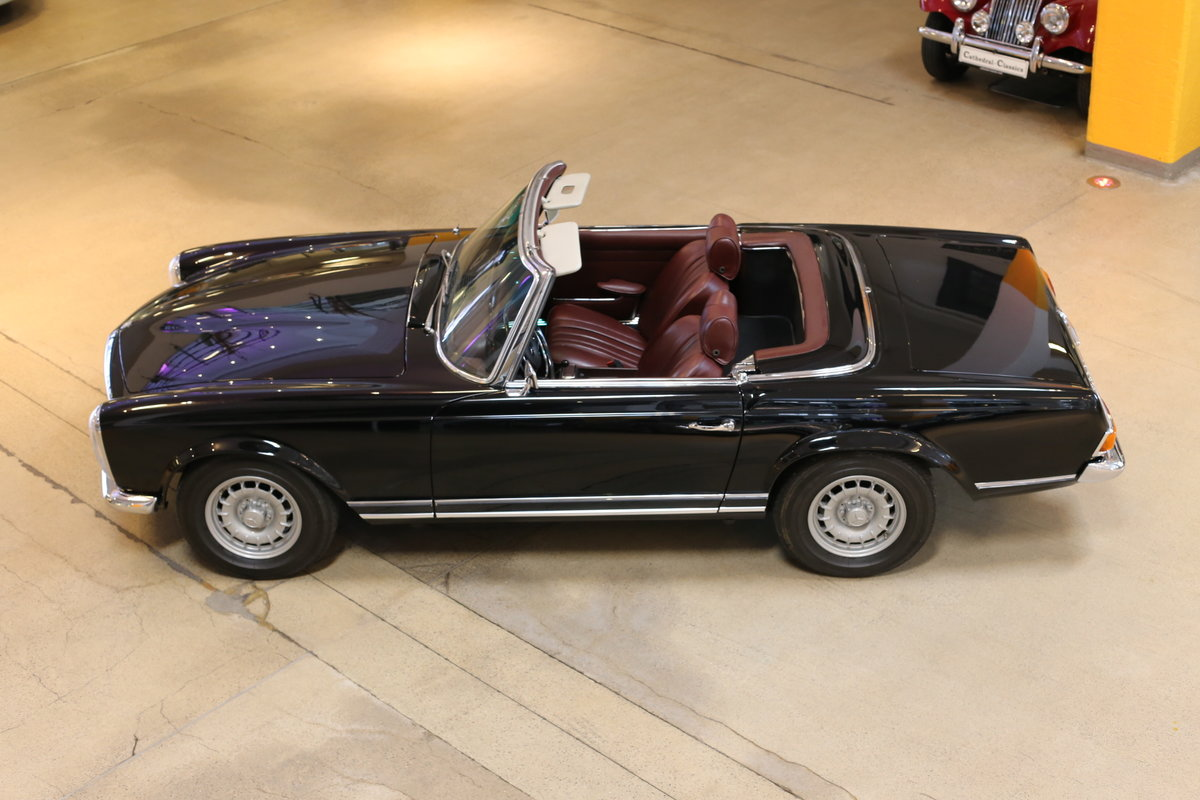 A fully restored, early production 1968 W113 Mercedes 280 SL For Sale (picture 6 of 12)