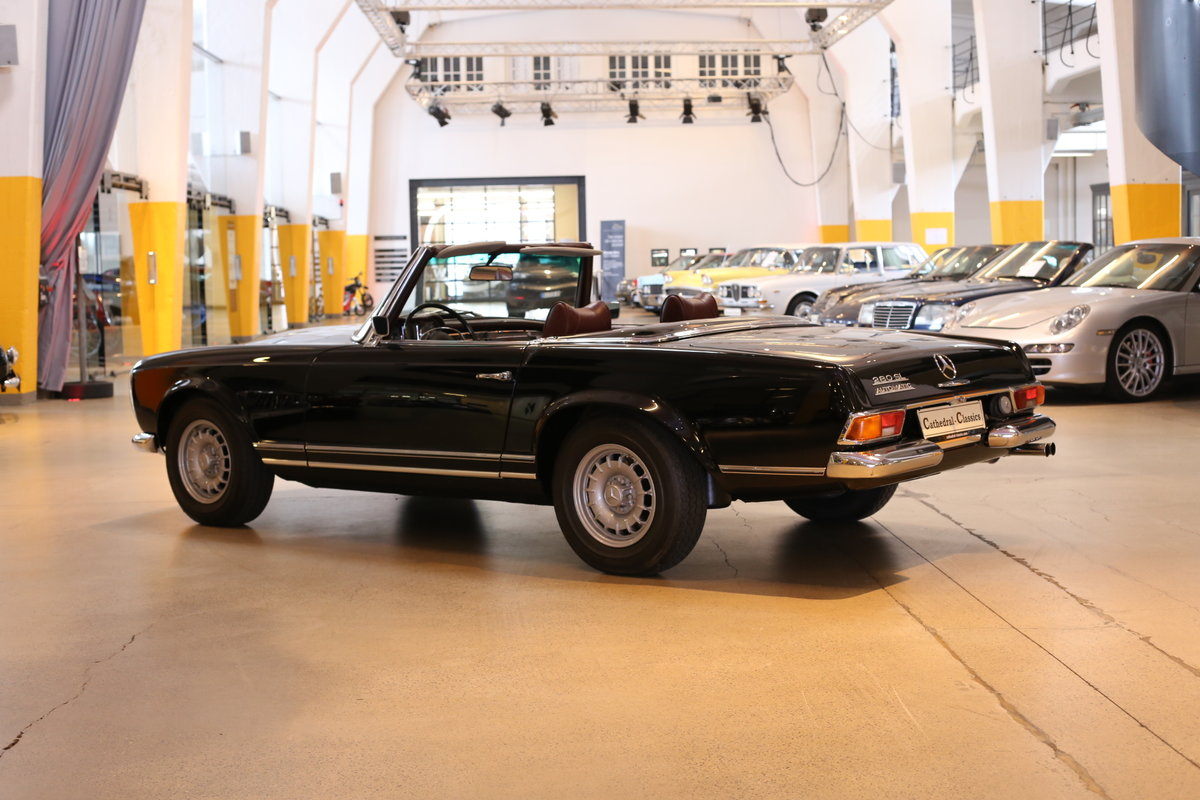 A fully restored, early production 1968 W113 Mercedes 280 SL For Sale (picture 9 of 12)