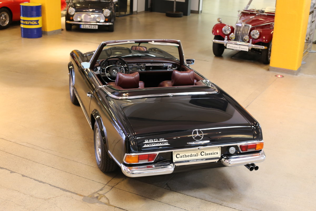 A fully restored, early production 1968 W113 Mercedes 280 SL For Sale (picture 11 of 12)