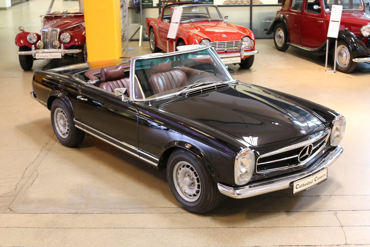 A fully restored, early production 1968 W113 Mercedes 280 SL For Sale (picture 12 of 12)