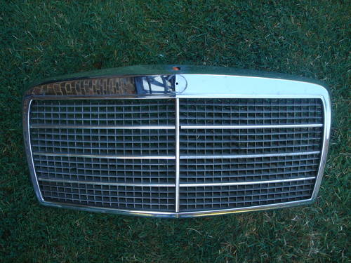 Mercedes W116 SE SEL Grille For Sale (picture 1 of 2)