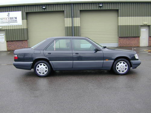 5991 MERCEDES BENZ W124 280e AUTOMATIC RHD Very low miles (29k!) For Sale (picture 2 of 6)