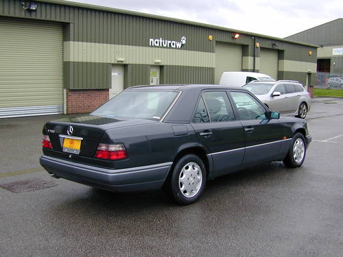 5991 MERCEDES BENZ W124 280e AUTOMATIC RHD Very low miles (29k!) For Sale (picture 3 of 6)