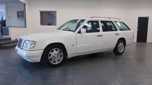 1994 W124 E280 Estate 7 - Seater For Sale (picture 2 of 6)