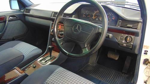 1994 W124 E280 Estate 7 - Seater For Sale (picture 4 of 6)