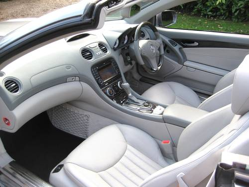 2009 Mercedes Benz SL350 AMG Sports With Pan Roof + Air Scarf For Sale (picture 3 of 6)