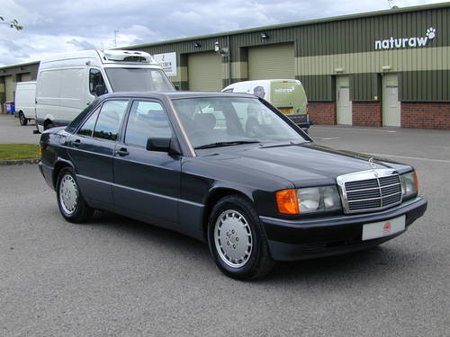 1990 MERCEDES BENZ 190 2.0e AUTOMATIC RHD - ONLY 39k MILES!! - For Sale (picture 1 of 6)