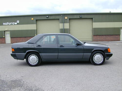 1990 MERCEDES BENZ 190 2.0e AUTOMATIC RHD - ONLY 39k MILES!! - For Sale (picture 2 of 6)