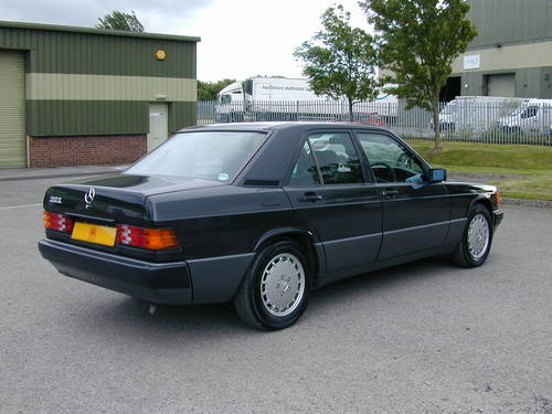 1990 MERCEDES BENZ 190 2.0e AUTOMATIC RHD - ONLY 39k MILES!! - For Sale (picture 3 of 6)