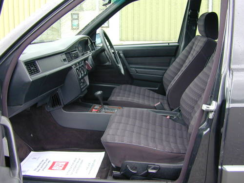 1990 MERCEDES BENZ 190 2.0e AUTOMATIC RHD - ONLY 39k MILES!! - For Sale (picture 4 of 6)