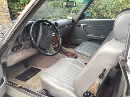 1989 Mercedes 560 SL Roadster in excellent condition low mileage For Sale (picture 5 of 6)