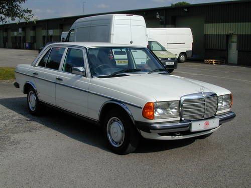 1985 MERCEDES BENZ W123 230e  AIR CON - RHD - COLLECTOR QUALITY! For Sale (picture 1 of 6)