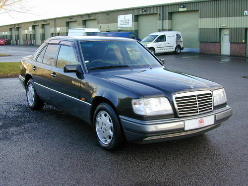 1994 MERCEDES BENZ W124 E320 AUTO RHD - CHOICE OF CARS RHD/LHD For Sale (picture 1 of 6)