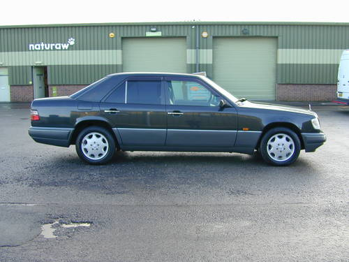 1994 MERCEDES BENZ W124 E320 AUTO RHD - CHOICE OF CARS RHD/LHD For Sale (picture 2 of 6)