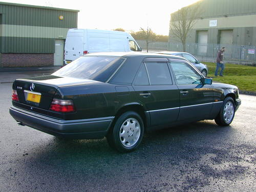 1994 MERCEDES BENZ W124 E320 AUTO RHD - CHOICE OF CARS RHD/LHD For Sale (picture 3 of 6)