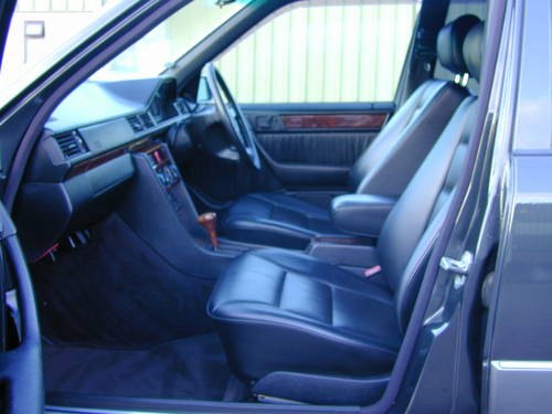 1994 MERCEDES BENZ W124 E320 AUTO RHD - CHOICE OF CARS RHD/LHD For Sale (picture 4 of 6)