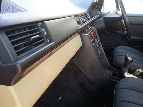1991 Mercedes W124 200 E  RHD - 37000 Km ( 23,125 Mls ) For Sale (picture 4 of 6)