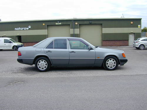 1993 MERCEDES BENZ W124 280e AUTO - CHOICE RHD/LHD SALOON/ESTATE For Sale (picture 2 of 6)