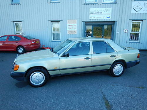 1986 MERCEDES W124 230E Automatic Saloon SOLD (picture 1 of 6)