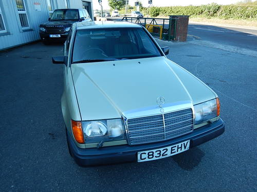1986 MERCEDES W124 230E Automatic Saloon SOLD (picture 2 of 6)