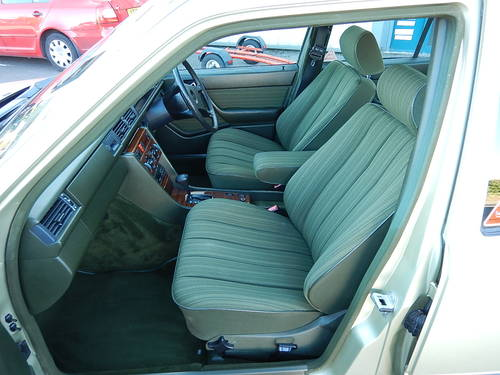 1986 MERCEDES W124 230E Automatic Saloon SOLD (picture 5 of 6)