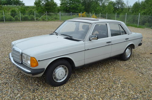 1982 Mercedes Benz 200 E  For Sale (picture 1 of 6)