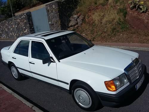 1991 Mercedes W124 200 E  RHD - 37000 Km ( 23,125 Mls ) For Sale (picture 2 of 6)
