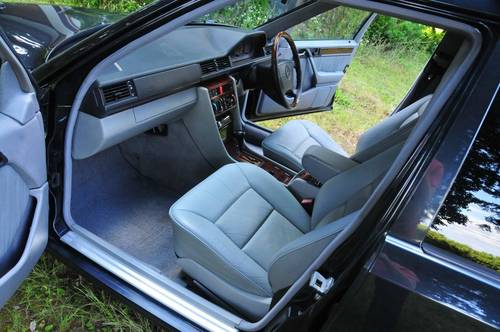 1995 Mercedes-Benz W124 E320 Estate 70,398 miles from new SOLD (picture 4 of 6)