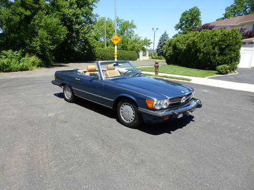1988 Mercedes 560SL Two Tops Very Presentable - SOLD (picture 1 of 6)