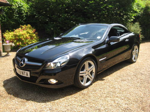 2009 Mercedes Benz SL350 Sports Pack With Pan Roof + Air Scarf For Sale (picture 1 of 6)