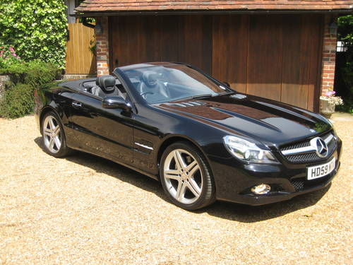 2009 Mercedes Benz SL350 Sports Pack With Pan Roof + Air Scarf For Sale (picture 2 of 6)
