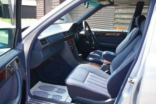1994 Mercedes W124 E320 Saloon Automatic (47,228 miles) SOLD (picture 4 of 6)