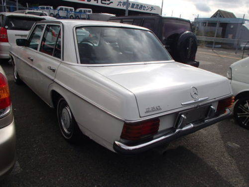 MERCEDES 230/6 1974 - RUNS AND DRIVES - NEEDS WORK - RHD SOLD (picture 3 of 6)