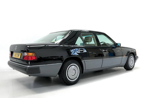 1992 Stunning Mercedes 200E with low mileage SOLD (picture 2 of 6)