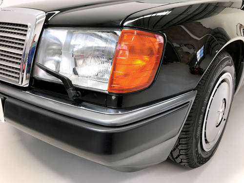 1992 Stunning Mercedes 200E with low mileage SOLD (picture 6 of 6)